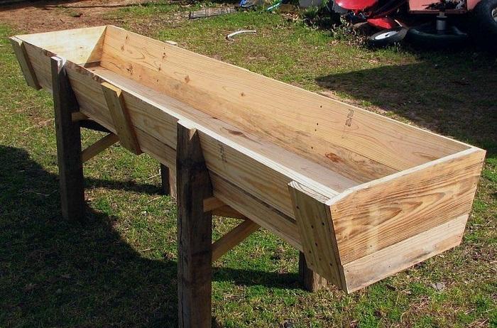 деревянная кормушка