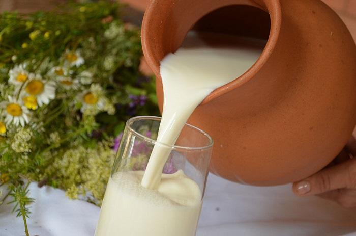кувшин парного молока