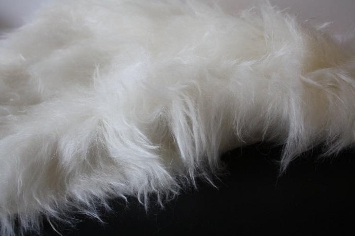 шерсть белой козы